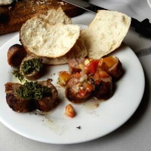 Chorizo Argentino  con  Chimichurri y Pico de Gallo