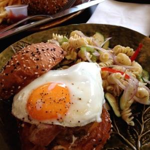 Americana Burger, exquisito! Me encanto :p
