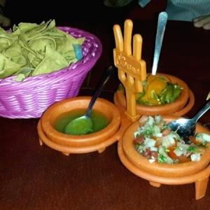 Totopos y Trio de salsas