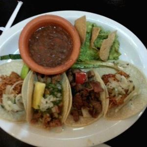 Trio de Tacos (Aunque trajeron cuatro)