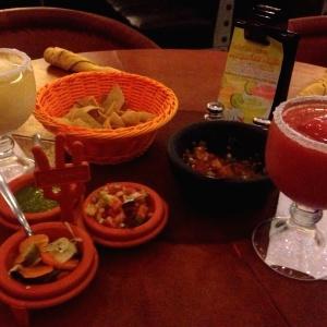 Margaritas y totopos