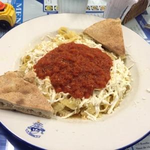 Fetuccini en salsa de tomate y vegetales