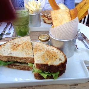 Sandwiche de pollo