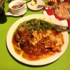 Ossobuco de ternera con gnocchis en salsa sergio y ravioles marinara
