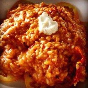 Risotto de queso de cabra con tomates confitados