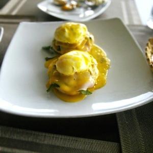 Huevos benedictinos con jamon de pavo
