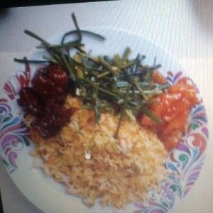 Costillas, pollo agridulce, flor de ajoprro y arroz del chef