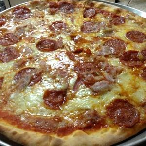 Pizza pepperoni con extra de tocineta!!!